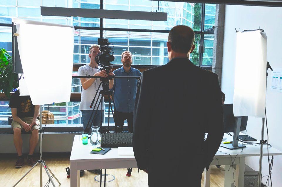 4️⃣ Gründe, warum Sie Recruiting Videos 🎥 in Ihrer HR-Abteilung einsetzen sollten